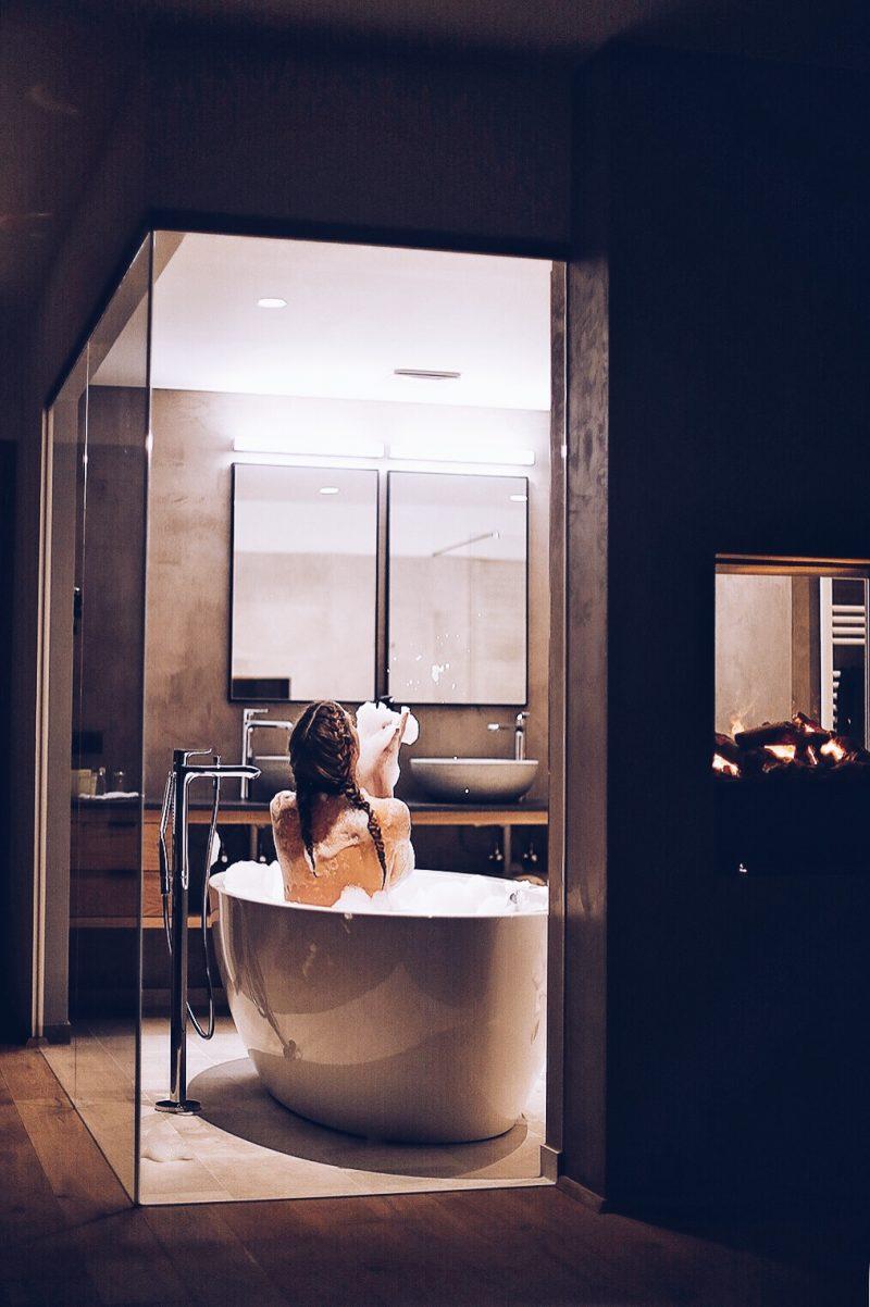 Freistehende Badewanne im Hotel Kosis, Reiseblog aus München