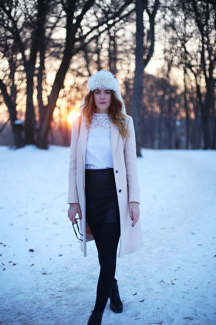 Lifestyle Blog aus München - Coat/Scarf: Zara, Blouse: Sandro Paris, Shoes: Vagabond, Backpack: Max&co