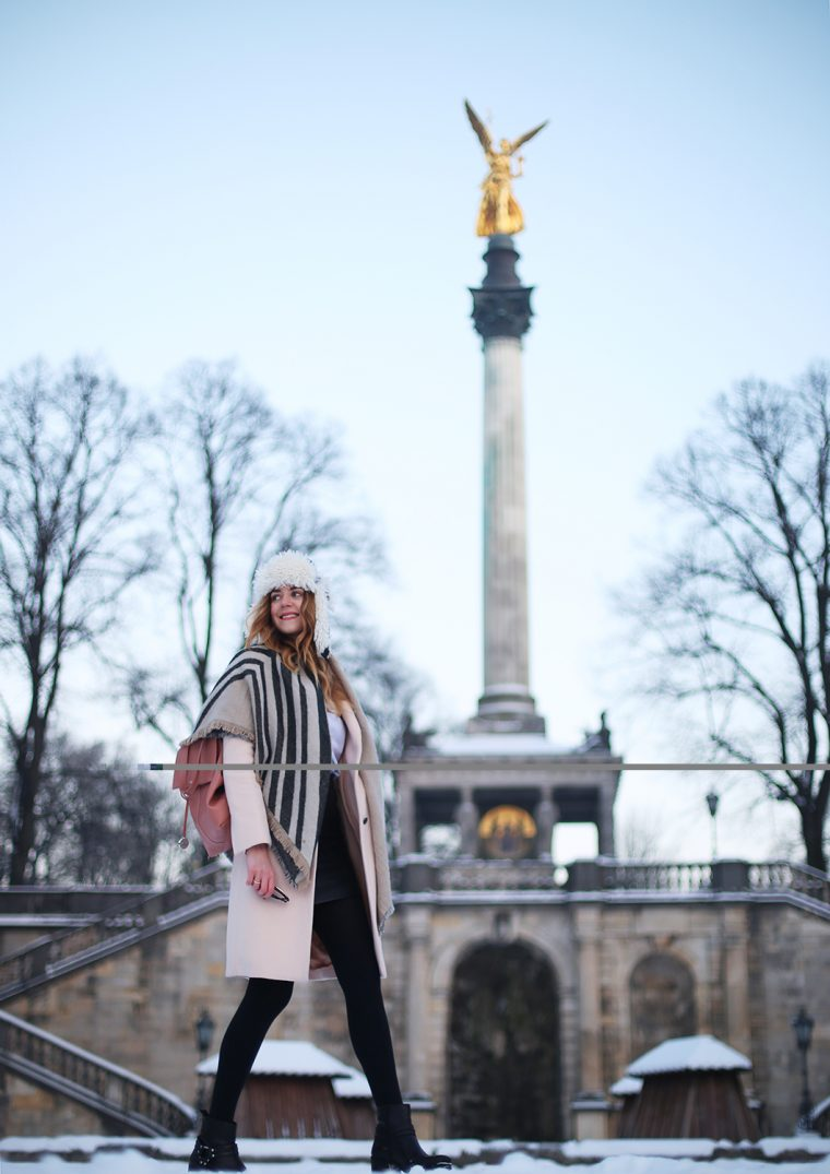 Blog aus München - Coat/Scarf: Zara, Blouse: Sandro Paris, Shoes: Vagabond, Backpack: Max&co