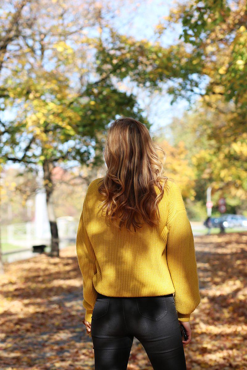 Herbstliches Outfit mit einem Gelben Pullover