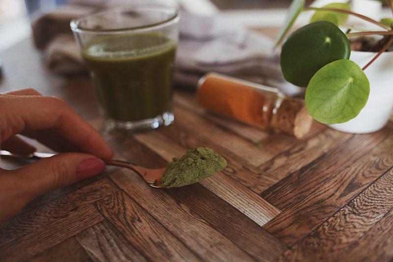 Beautyfood: Goldene Milch mit Kurkuma und Gerstengras