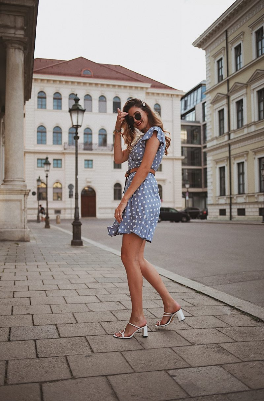 Hellblaues Sommerkleid mit weißen Punkten von Rails Clothing
