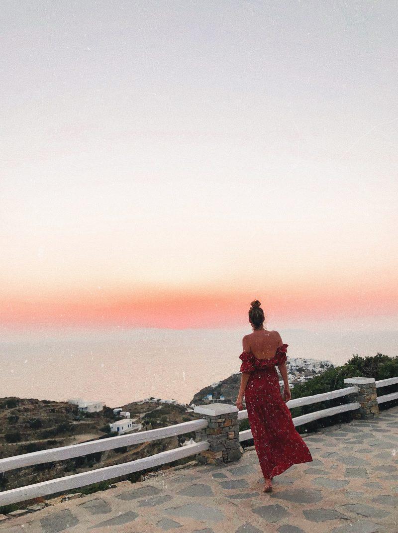 Sonnenaufgang von der Hotelterrasse auf Sifnos im Boutique Hotel Gerofinikas