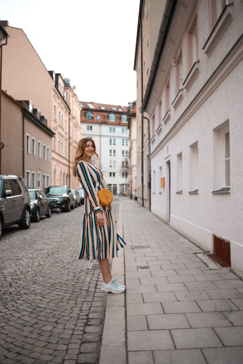 creative ideas for instagram pictures / Selected Femme Maxidress stripes