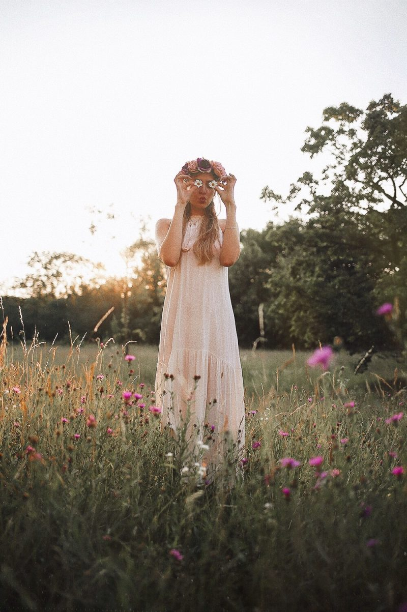 Shooting idea for sommer. Flower crowns and sunsets