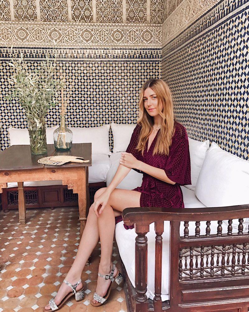 Samtkleid von Zara H/W 2017 getragen in Marrakesch im Road Jardin Secret