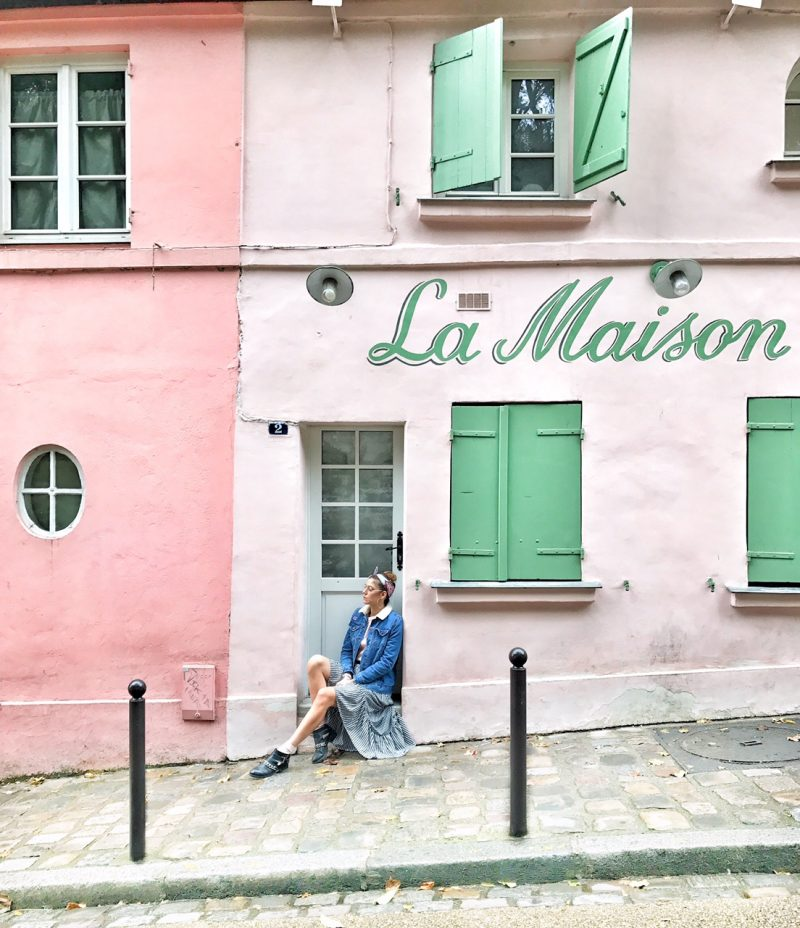 Pretty photospot in Paris montmartre. La Maison Rose